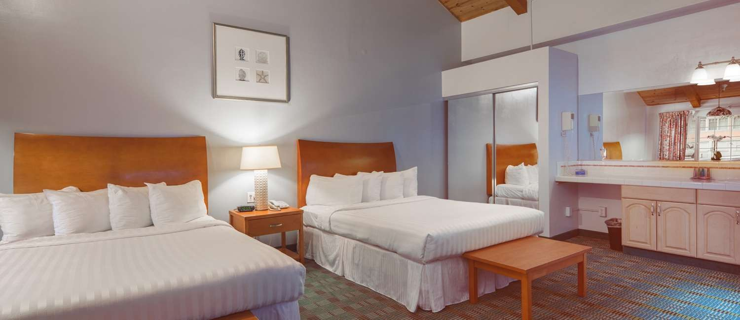 GUEST ROOMS AND SUITES WITH ALL THE COMFORTS OF HOME